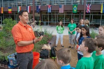 Teaching about prairies. Image: Texas Children in Nature.