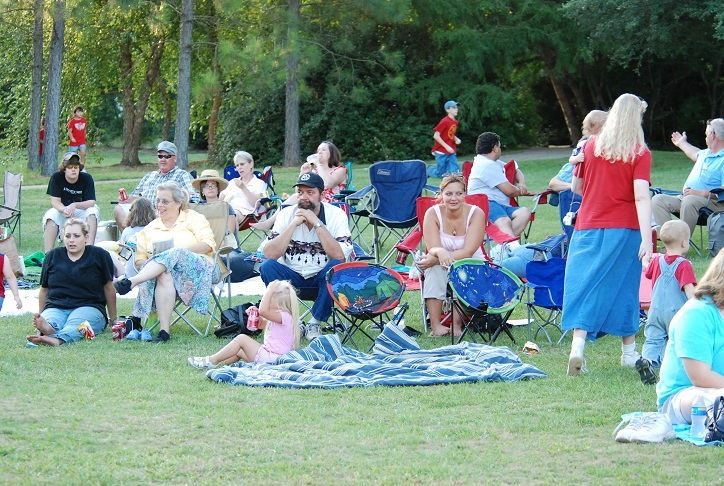 Getting settled for the Fourth of July festivities at the Texas Freshwater Fisheries Center. Photo: Larry Hodge.